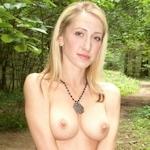 ドイツの金髪素人美女の野外露出ヌード画像