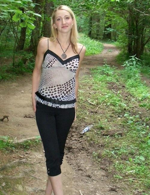 金髪素人美女の野外露出ヌード画像 1