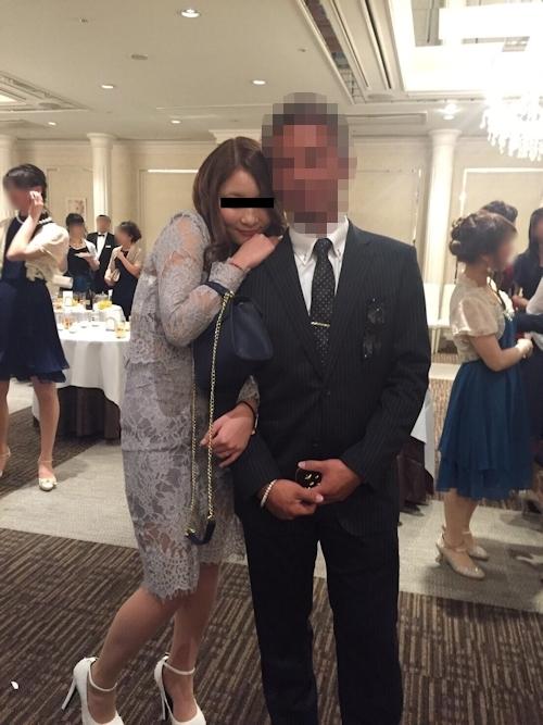 パーティでお持ち帰りされた素人美女が服を脱がされてるおっぱい&ヒップ画像 1