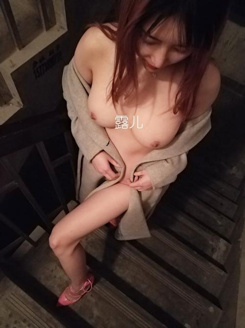 美乳な中国美女の野外露出ヌード画像 7