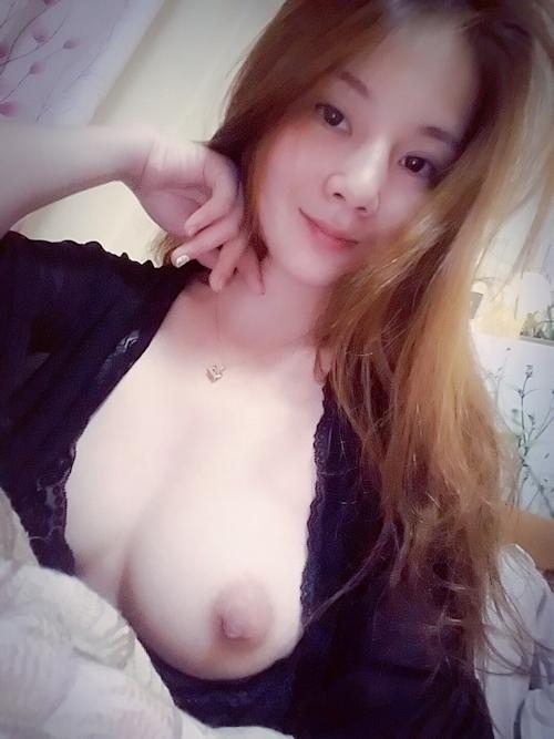 美乳な中国素人美女の自分撮りヌード画像 4