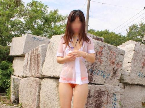 美乳な日本の素人女性のスケスケ&野外露出ヌード画像 1