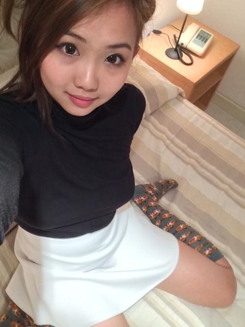 巨乳&パイパンなおだんごヘアーの中国素人美女の自分撮りヌード画像 1