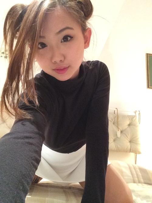 巨乳&パイパンなおだんごヘアーの中国素人美女の自分撮りヌード画像 2