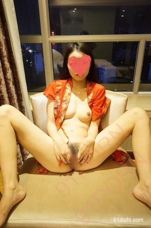 スレンダーな中国素人少女をホテルで撮影したヌード画像 7