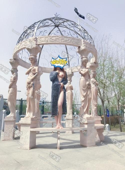 美乳な中国の素人女性が野外露出プレイしてるヌード画像 6