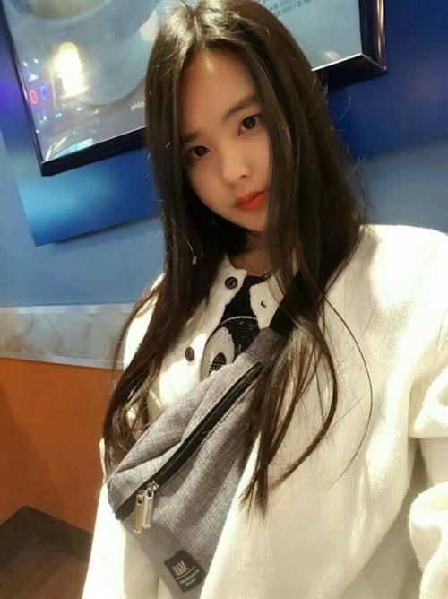 スレンダーな韓国の19歳美少女がマ○コくぱぁしてクリ○リスまで見せてる自分撮りヌード流出画像 1