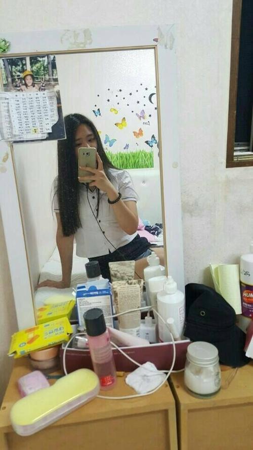 スレンダーな韓国の19歳美少女がマ○コくぱぁしてクリ○リスまで見せてる自分撮りヌード流出画像 3