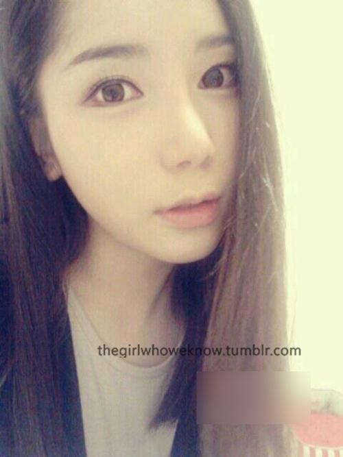 ホテルで撮影した中国素人美女のヌード画像 1