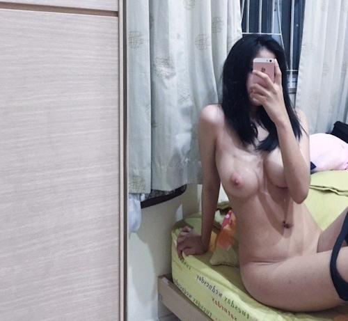 巨乳なアジア系素人少女の自分撮りヌード画像 3