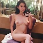 アジア系ポルノスター Harriet Sugarcookie(ハリエット・シュガークッキー)の自分撮りヌード画像