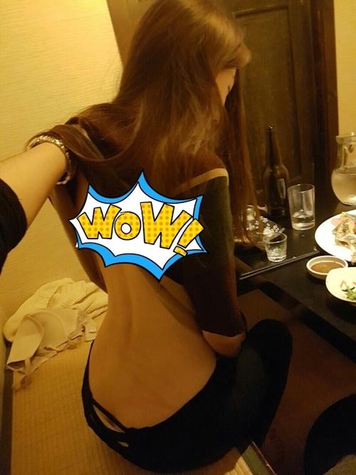 飲みの席で裸にされてる素人女性のヌード画像 1