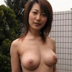 巨乳な日本の美熟女のプライベートヌード画像