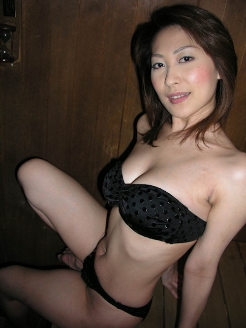 巨乳な日本の美熟女のプライベートヌード画像 1