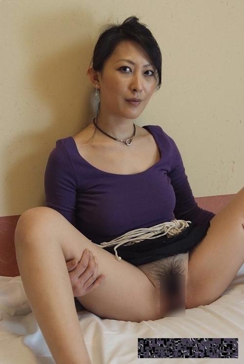 巨乳な日本の美熟女のプライベートヌード画像 2