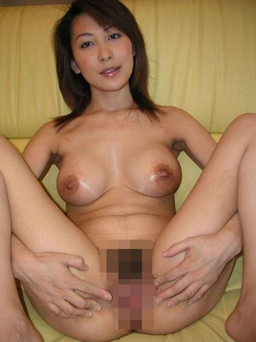 巨乳な日本の美熟女のプライベートヌード画像 6