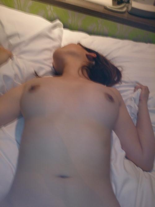 美乳な日本の素人美女のヌード&セックス画像 10
