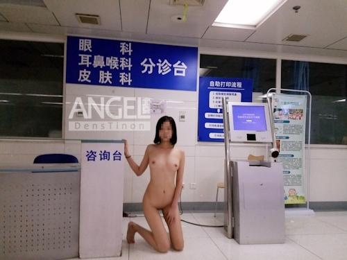 スレンダー美乳な中国素人女性が野外露出プレイしてるヌード画像 6