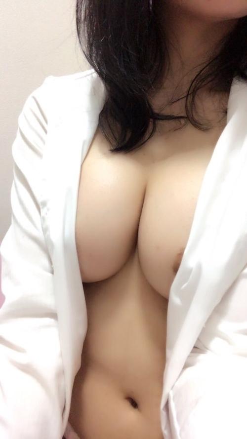 日本のEカップな美人女子大生の自分撮りして裏垢にアップしたヌード画像 5