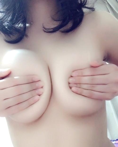 日本のEカップな美人女子大生の自分撮りして裏垢にアップしたヌード画像 6