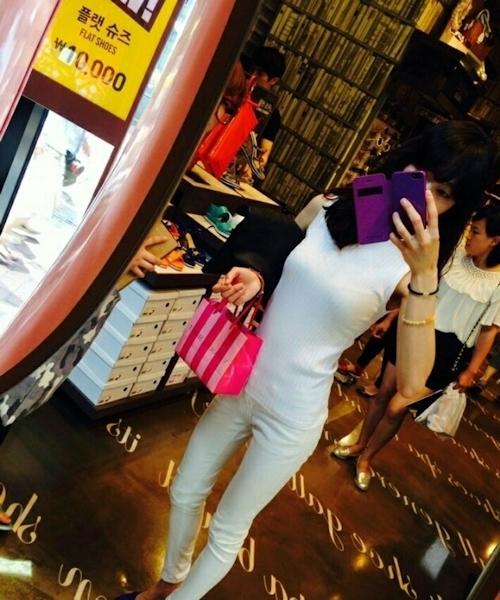 スレンダー美乳な韓国の素人美女の自分撮りヌード画像 1