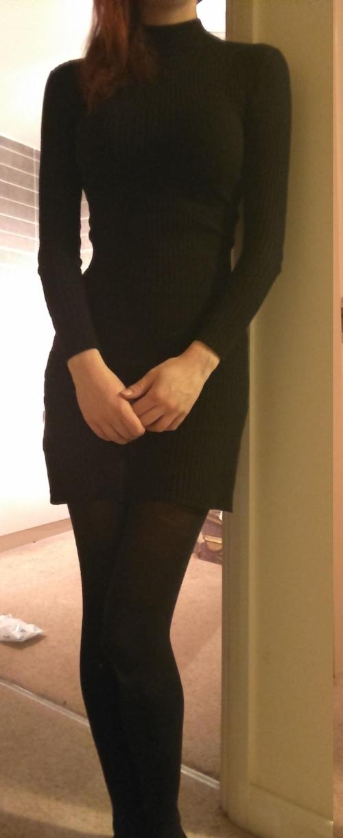 スレンダー美乳&パイパンな素人女性のヌード画像 1