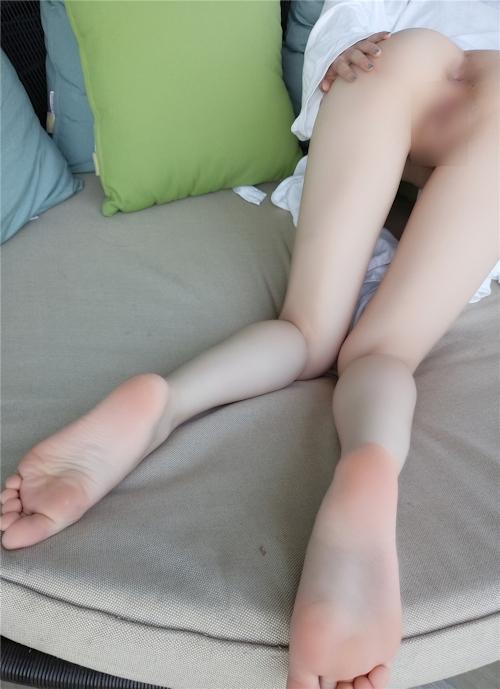 巨乳&パイパンなアジアン少女のヌード画像 5