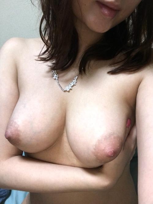 巨乳な日本の人妻のマ○コくぱぁヌード画像 2