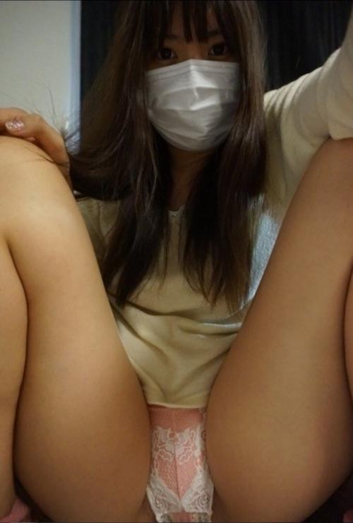 マスクをした素人美女の自分撮りパンティ画像 2