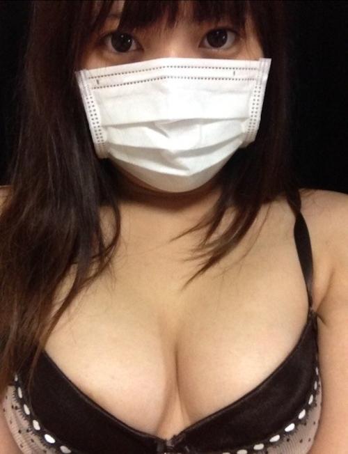 マスクをした素人美女の自分撮りパンティ画像 3
