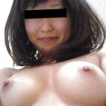 美乳な日本の素人美女のヌード画像