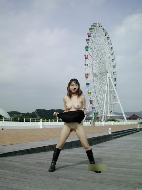 美乳な日本の素人女性の野外露出ヌード画像 4