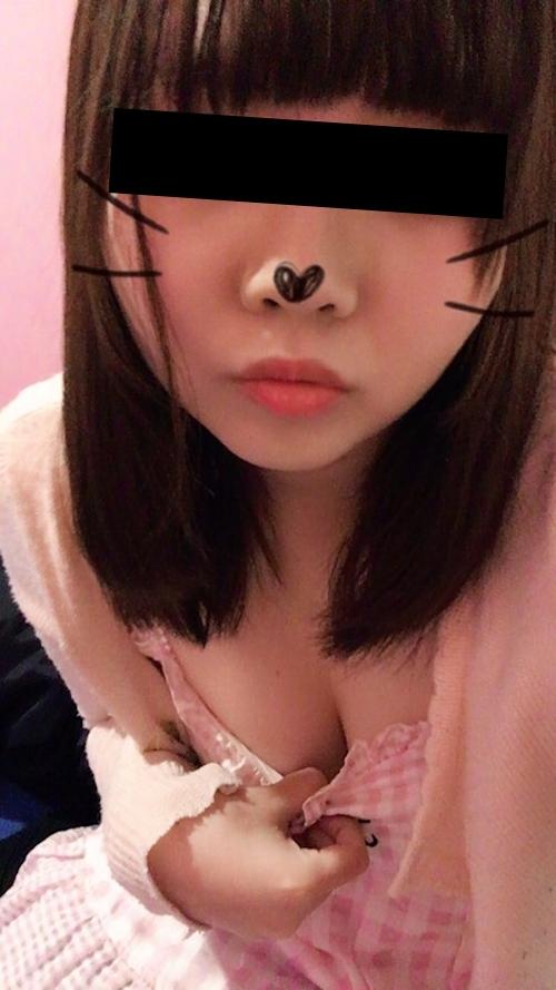 美乳な日本の素人美少女が裏垢にアップした自分撮りヌード画像 1