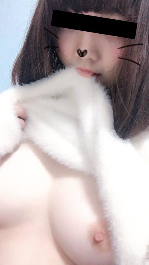 美乳な日本の素人美少女が裏垢にアップした自分撮りヌード画像 2