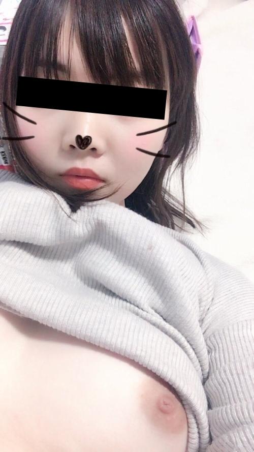 美乳な日本の素人美少女が裏垢にアップした自分撮りヌード画像 4
