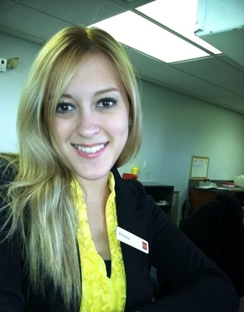 金髪な美人銀行員の自分撮りヌード画像が流出 1