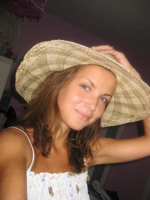 フランスの素人美女のプライベートヌード画像 1