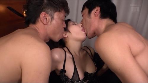 元ミスヤンマガグラドル 仲村みう 3P&初中出しセックス画像 10
