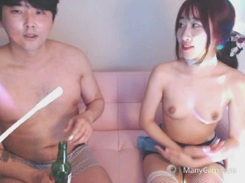 カップルでエロ配信してる韓国素人女性のヌード画像 14