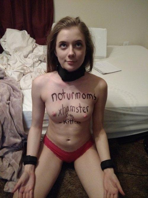 美乳な西洋素人美少女の拘束ヌード画像  15