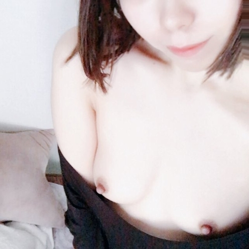 美微乳な日本の素人美少女が裏垢にアップした自分撮りヌード画像  10
