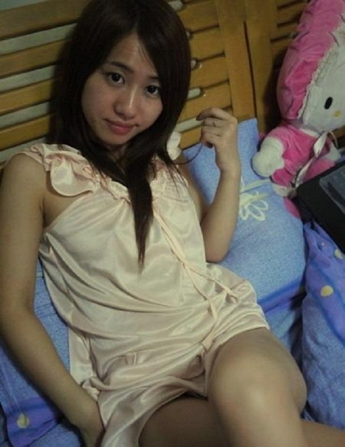 中国の19歳美人女子大生の自分撮りマ○コ画像 2
