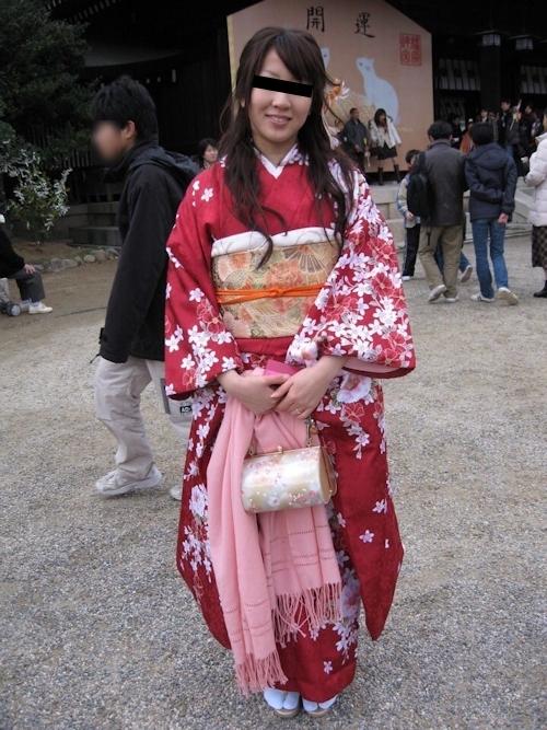 着物を着た日本の素人美女の流出ヌード画像 1