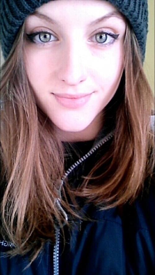 西洋のティーン美少女の自分撮りヌード画像 3