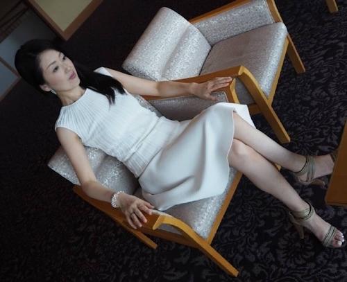 清楚な日本の素人美女のフェラ画像 3