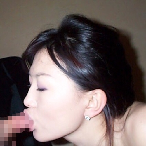清楚な日本の素人美女のフェラ画像 7