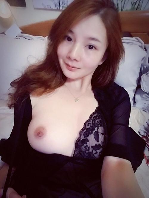 美乳な中国素人美女の自分撮りヌード画像 2