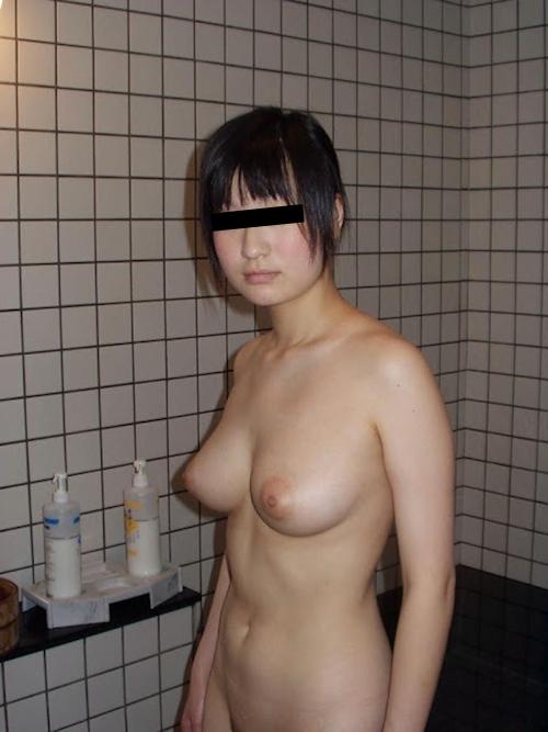 巨乳な日本の素人美少女のプライベートヌード画像 7