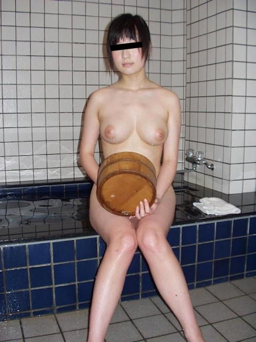巨乳な日本の素人美少女のプライベートヌード画像 8