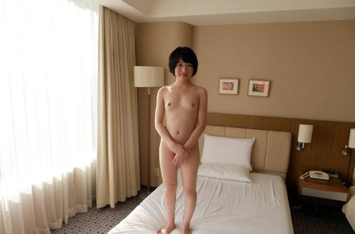 ボブカットで微乳な日本の素人美女のヌード&セックス画像 5